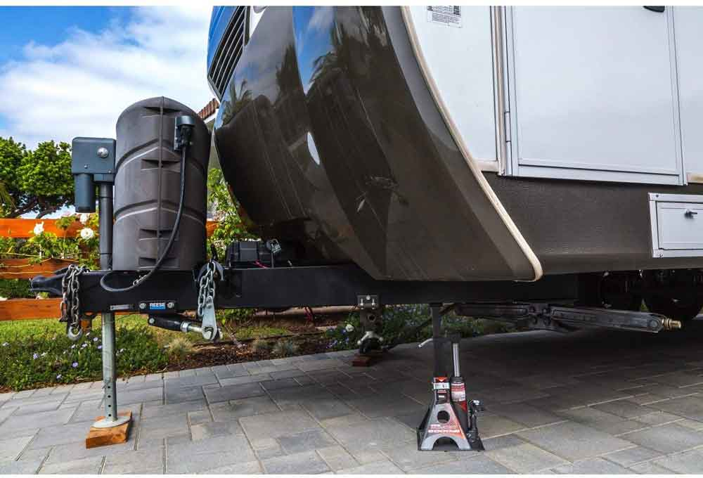 Best Jacks for Lifted Trucks